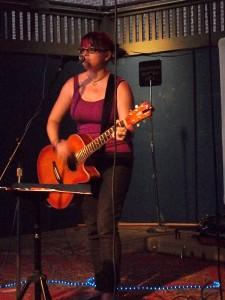 20101009-dino-the-girl